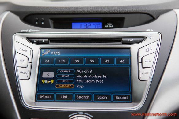 Infotainment system in the Elantra Coupe SE