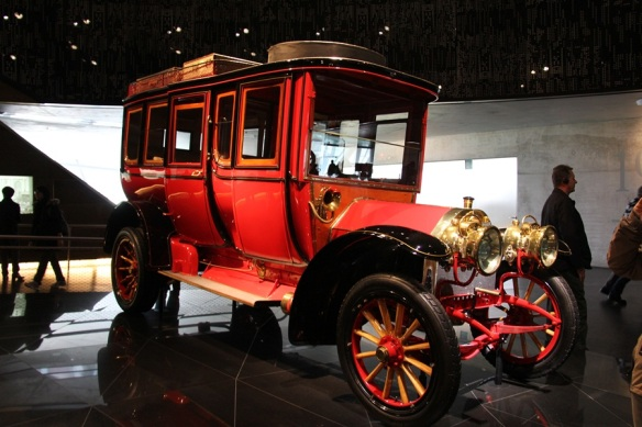 When cars still looked still like stagecoaches