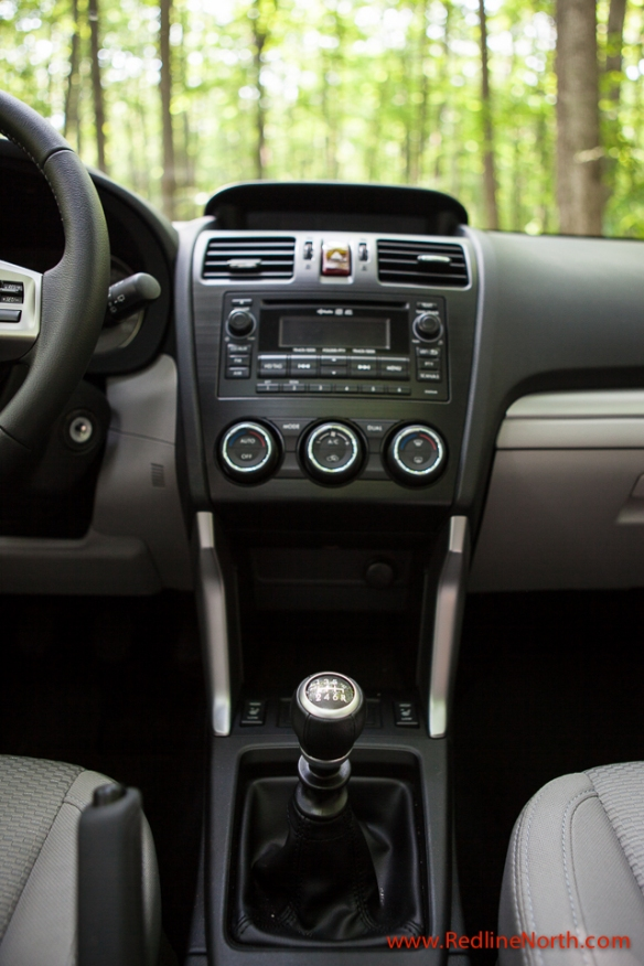 The 2.5i Touring Package comes standard with a 6 speed manual transmission