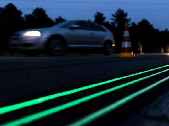 Glow in the dark road markings in the Netherlands